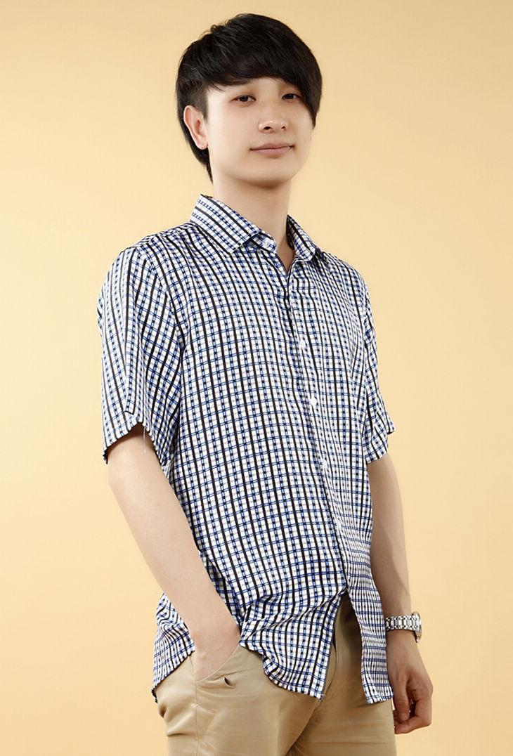 蓝黑格子花纹短袖男式真丝衬衫